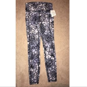 💙🔥NWT!! Floral Lululemon Speed Up Tight size 4!
